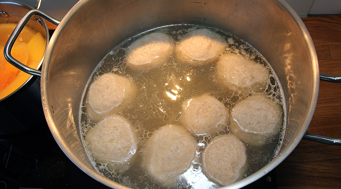 picture of many raspeball cooking